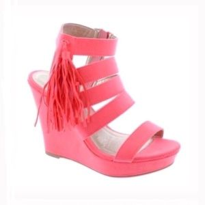 Shoes - Strapped wedge sandals